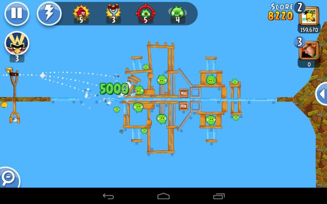 Bei Angry Birds Friends kannst du gegen deine Freunde antreten.