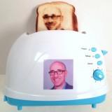 Butter ins Gesicht und ab dafür: So holst du ein Selfie auf deinen Toast