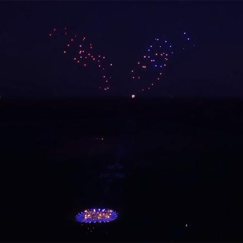 Weltrekord: 100 gleichzeitig fliegende Drohnen tanzen zu Beethovens 5. Symphonie
