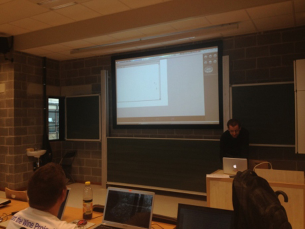 Alexandre Julliard zeigt wie Windows Anwendungen mittels Wine auf Android Geräten ausgeführt werden können. Foto: Phoronix.com.