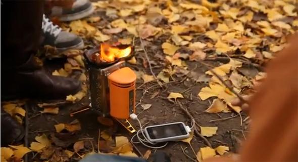 beim campen das smartphone mit hilfe eines campingkochers. Black Bedroom Furniture Sets. Home Design Ideas