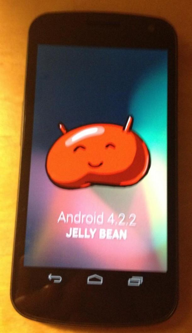 Das Galaxy Nexus wird einigen Gerüchten zufolge Mitte Februar bzw. März mit Android 4.2.2 ausgestattet. (Foto: ibtimes.com)