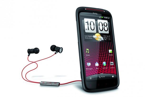 Die mitgelieferten iBeats-Kopfhörer überzeugen in Sachen Klang und sind qualitativ gut verarbeitet.